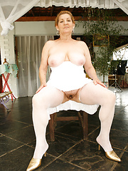 Mature BBW Taila sucking ebony dick