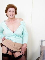English housewife likes to play dirty