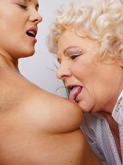 Hot babe seducing a naughty mature BBW lesbian