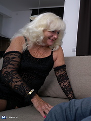 Naughty mature lady fooling around with her lover