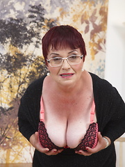 Chubby mature slut playing with her hairy pussy