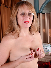 Horny American housewife feeling frisky