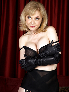 mature model Nina Hartley